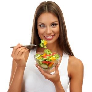 women-eating-salad