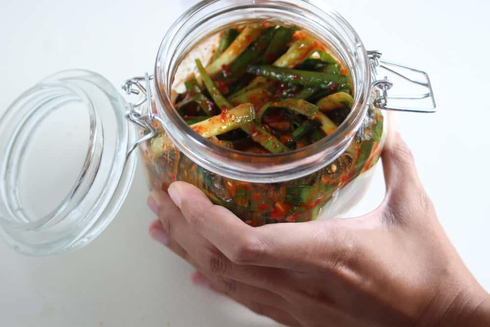 buchu-kimchi-hand