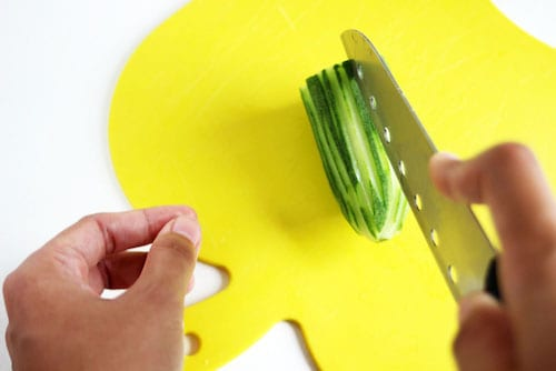 peel-and-cut-cucumber-vietnamese